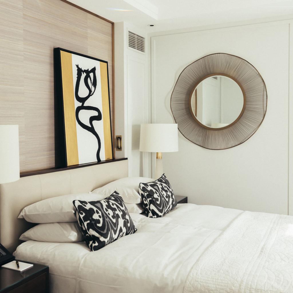 kunst over seng på continental hotell
